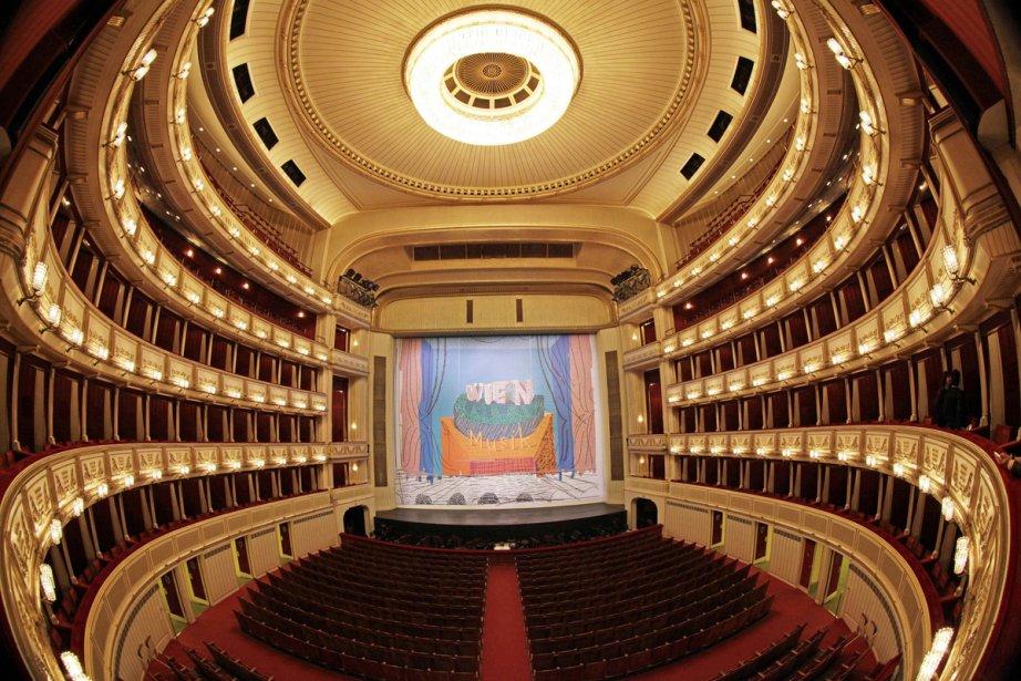 Le nouveau rideau de scène du prestigieux Opéra... (Photo: AFP)