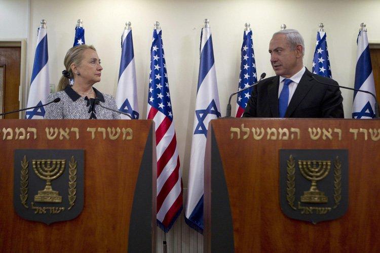 Hillary Clinton et Benyamin Nétanyahu en conférence de... (Photo: Reuters)