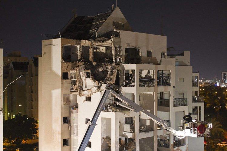 Une roquette palestinienne a endommagé un immeuble à... (Photo: Reuters)