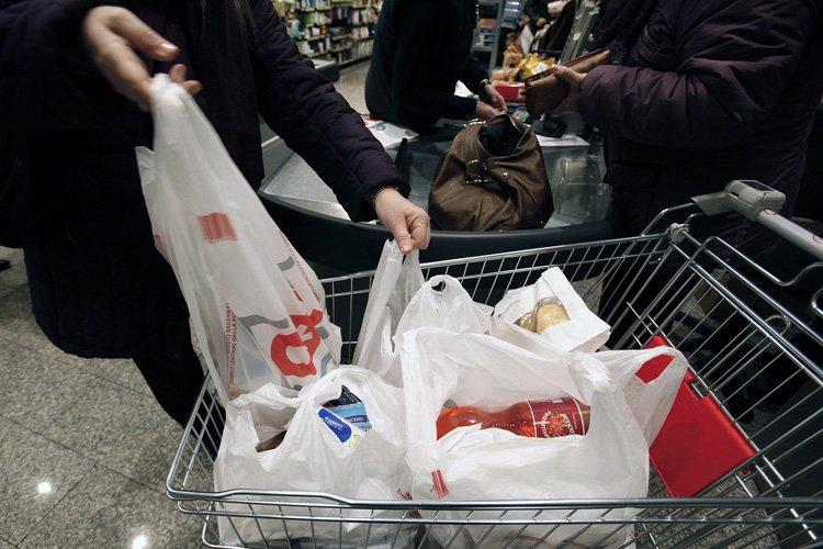 L'association canadienne des sacs plastiques a rejoint mardi... (Photo: Reuters)
