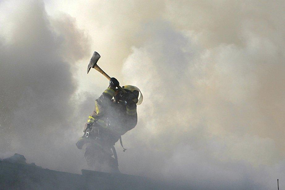 Les flammes couraient dans les murs et la... (Photo Patrick Sanfaçon, La Presse)
