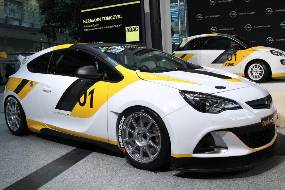 Le modèle Astra pour le Championnat allemand d'Opel.... (PHOTO DANIEL ROLAND, AFP)