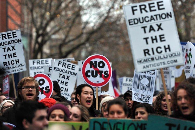 Environ 10 000 étudiants ont manifesté sous la... (Photo: AFP)