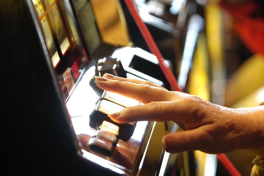 Loto-Québec redéploiera ses 12 000 appareils de loterie... (Photo Patrick Sanfaçon, archives La Presse)
