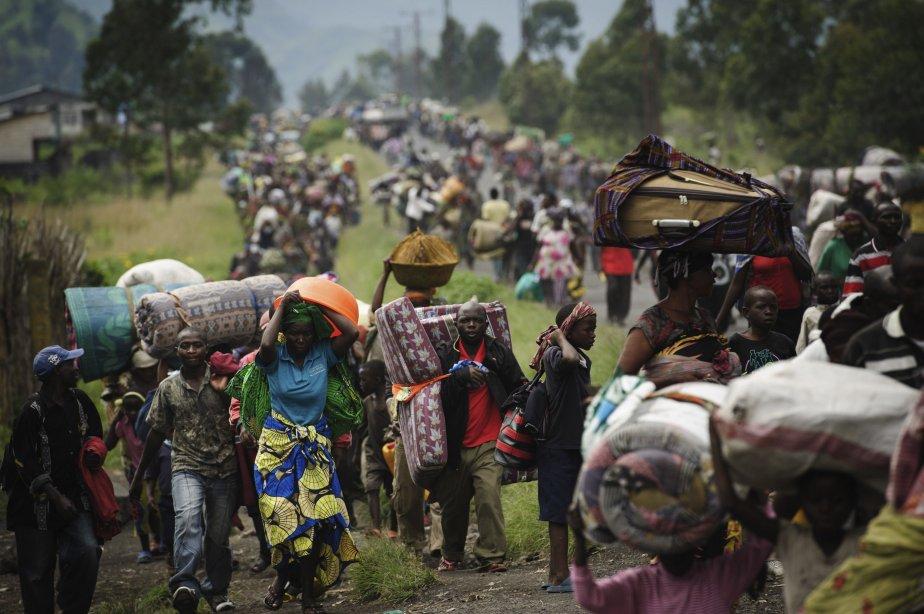 Les rebelles du M23, qui ambitionnent de prendre le contrôle de toute la République démocratique du Congo (RDC), avançaient le 22 novembre vers la ville stratégique de Bukavu, dans l?est du pays, provoquant la fuite de 100 000 personnes, d?après l?UNICEF, l?agence des Nations Unies pour l?enfance. Le M23 affirme vouloir renverser le président congolais Joseph Kabila, mais ses hommes se trouvent pour le moment à 1600 kilomètres de la capitale, Kinshasa. | 23 novembre 2012
