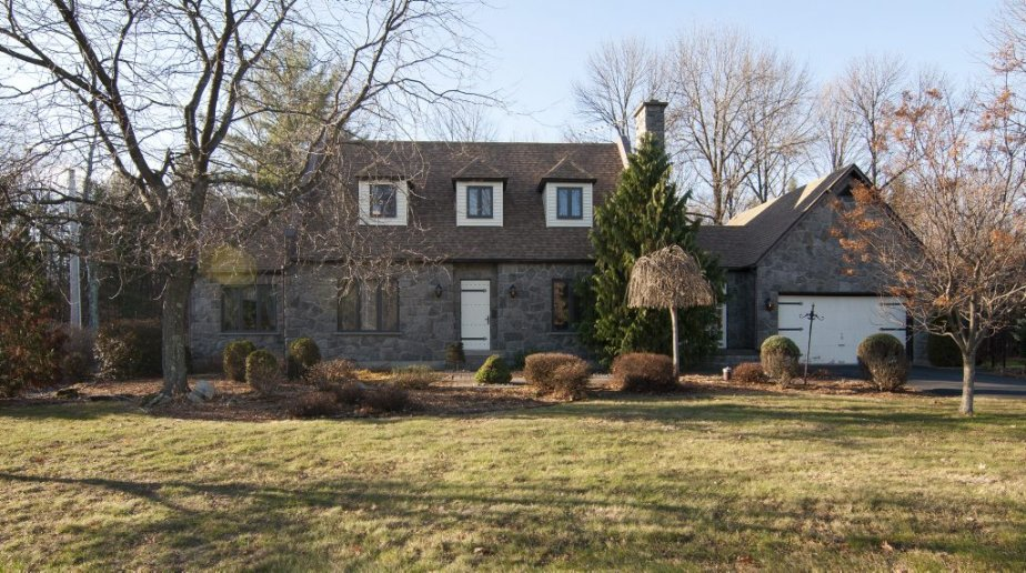 Cette maison est à vendre à Brigham, en Montérégie, près... | 2012-11-23 00:00:00.000