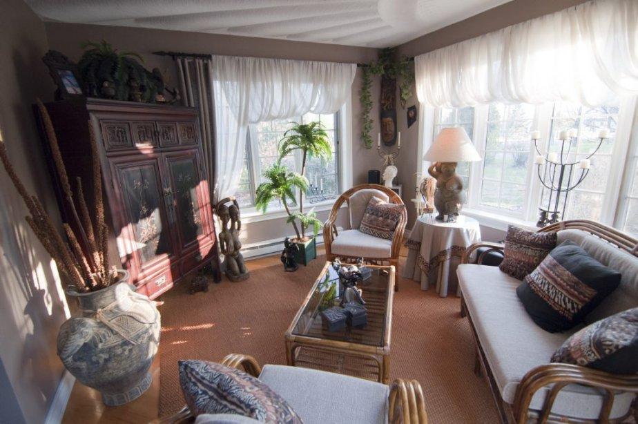 Des rayons de soleil en stuc caractérisent le plafond de cette pièce de séjour ajoutée au plan original de la maison et exposée au sud-ouest. | 23 novembre 2012