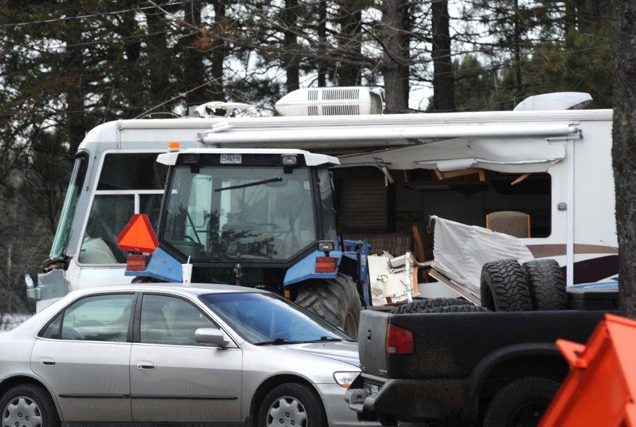Au milieu des débris, le motorisé n'a pas échappé au carnage du forcené. | 23 novembre 2012