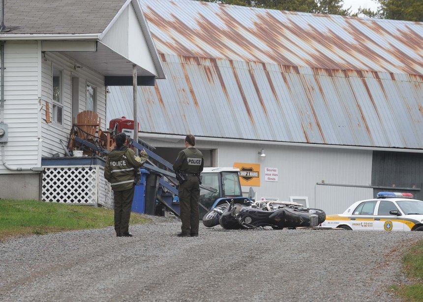 Une moto a aussi été endommagée tout comme trois camions et deux remorques. | 23 novembre 2012