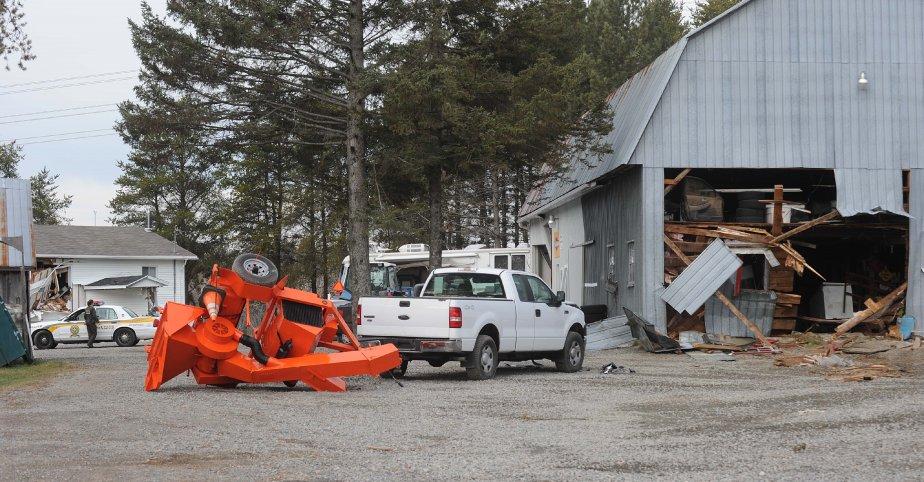 Les murs de deux granges et d'un garage ont été défoncés. | 23 novembre 2012