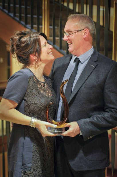 Nancy Fontaine et Martin Rossignol, de l'entreprise Rossignol, gagnants du prix PME de l'année. (Martin Roy, LeDroit)