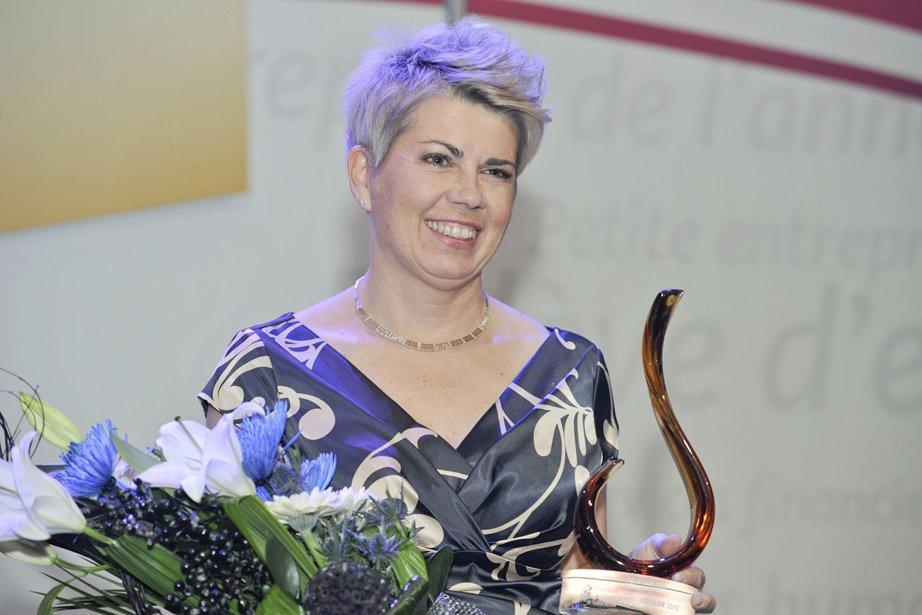 La grande gagnante de la soirée, Line Charette, des Constructions Chabitat, lauréate du prix Personnalité de l'année. (Martin Roy, LeDroit)