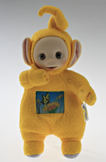 Poupée Tummy Glow Teletubby (Laa-Laa). 1995. Fabricant : Hasbro. Polyester, plastique. Don du Dr. Annmarie Adams. | 27 novembre 2012