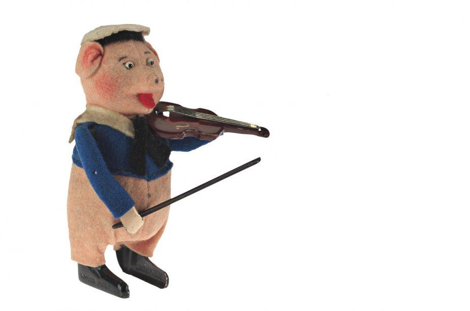 Petit cochon. Vers 1935. Fabricant : Schuco. Étain, métal et feutre. Don de Mme Catherine E. Brown. (Photo: fournie par le Musée McCord)