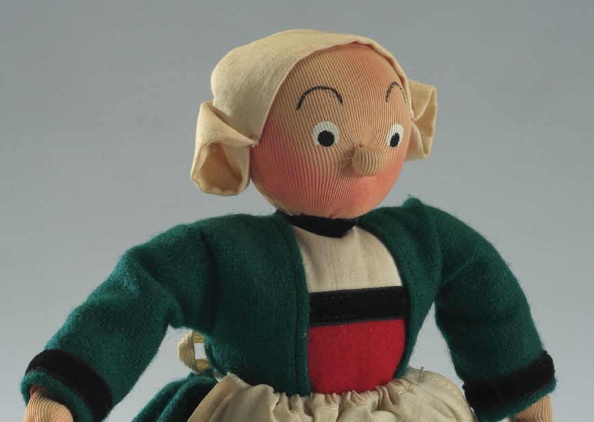 Poupée, Bécassine. 1950-1970. Laine, coton, nylon, feutre, plastique. ()