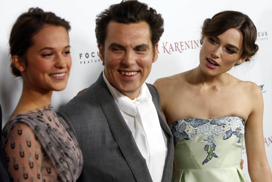 Alicia Vikander, le réalisateur Joe Wright et Keira Knightley à la première du film Anna Karenina au Arclight de Los Angeles le 14 novembre dernier. | 27 novembre 2012
