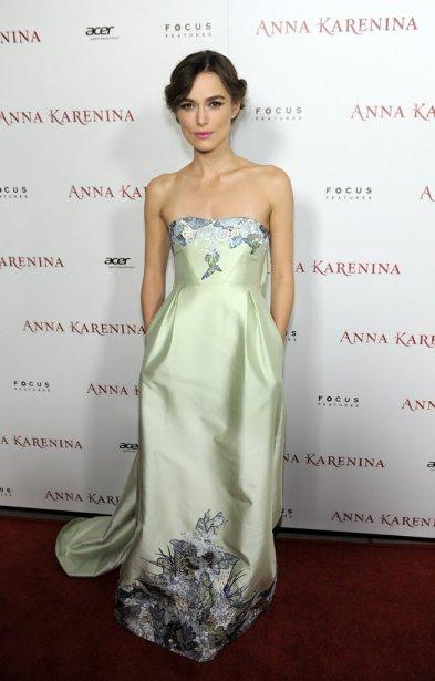 Keira Knightley assistait à la première du film Anna Karenina... | 2012-11-27 00:00:00.000