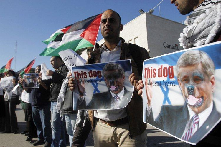 Des Palestiniens ont manifesté contre la décision de... (Photo: Reuters)