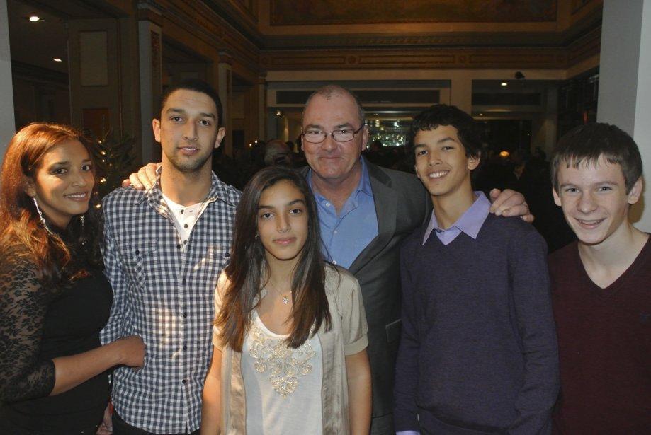 Gildor Roy entouré de toute sa petite famille. | 29 novembre 2012