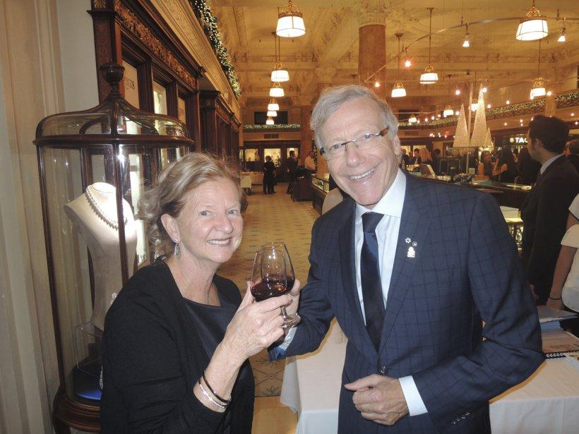 Pierre Bruneau et sa femme Ginette trinquant à cette belle soirée. | 29 novembre 2012