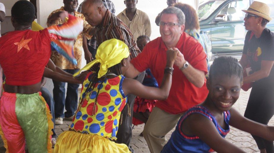 L?ensemble culturel Explosion est un exemple de la tradition de musique et de danse à Jacmel, connue pour son Carnaval. Le maire de Québec Régis Labeaume, en visite en Haïti, l?a constaté le 28 novembre. | 29 novembre 2012