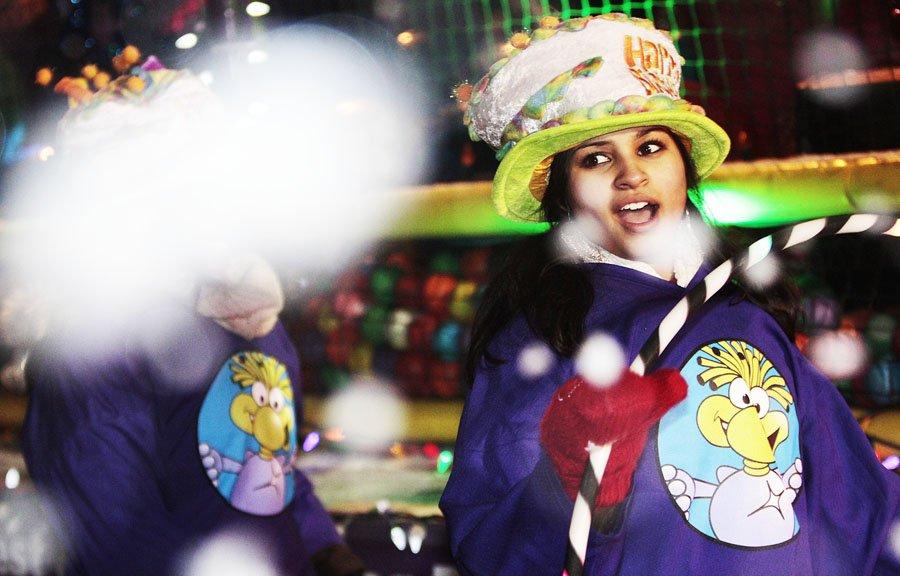 Le Père Noel a défilé pour une 18e fois dans le secteur d'Aylmer vendredi soir. | 1 décembre 2012