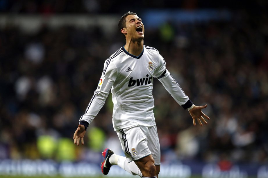 Ronaldo célèbre son but marqué surun coup franc... (PHOTO PAUL HANNA, REUTERS)