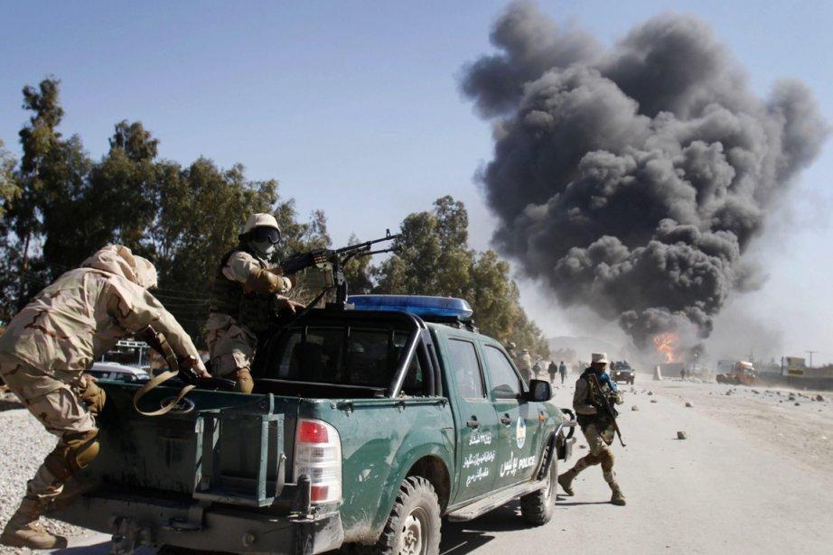 Forces afghanes proches d'une base militaire de l'OTAN... (PHOTO RAHMAT GUL, ARCHIVES ASSOCIATED PRESS)