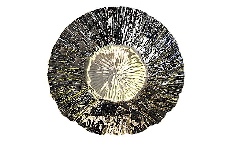 Assiette effet froissé, 75,99$ chez Laurence Alexandre, 1221, rue Charles-Albanel, Québec, 418 877-9914 | 2 décembre 2012