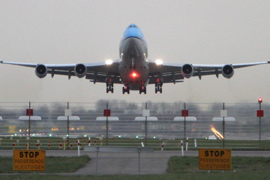 Comment expliquer que le prix d'un billet d'avion fluctue... (Photo archives AP)