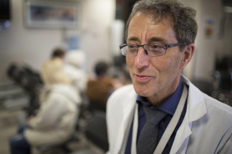 Le Dr Michael Malus, directeur de la clinique... (Photo: Olivier Pontbriand, La Presse)