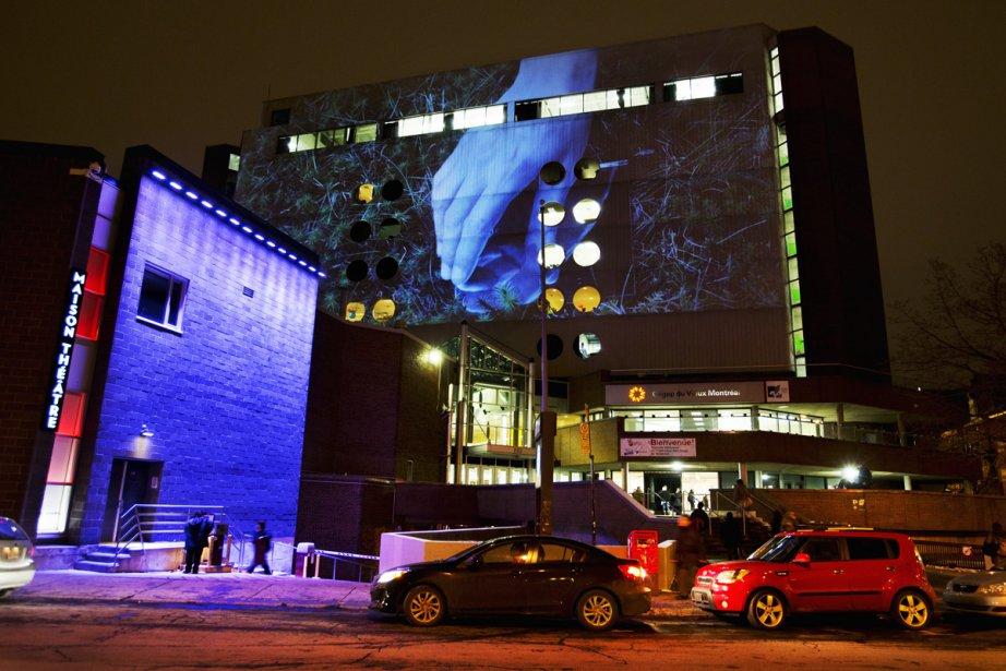 Le cégep du Vieux Montréal permettra également aux visiteurs d'apprécier de belles projections sur ce conte des huit soleils. (Photo: Martine Doyon, fournie par le Partenariat du Quartier des spectacles)