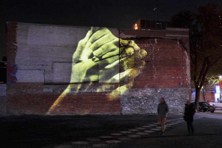 Le mur situé près de la bouche du métro Saint-Laurent participe aussi aux vidéoprojections de Pascal Grandmaison. (Photo: Martine Doyon, fournie par le Partenariat du Quartier des spectacles)