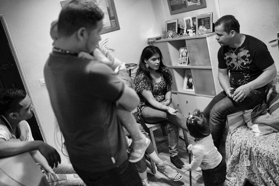 Edward Hernandez et sa famille quelques heures avant leur expulsion de leur maison de Madrid. | 5 décembre 2012