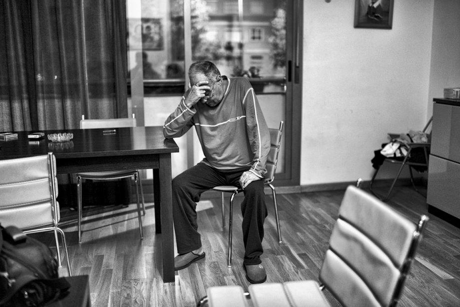 Francisco Rodriguez Flores, de Séville,  dans l'appartement qu'il devra quitter. | 5 décembre 2012