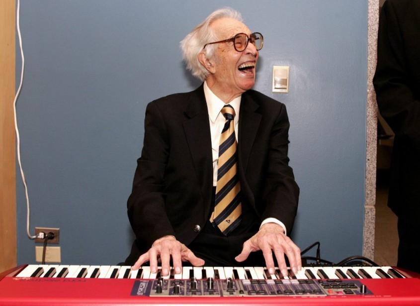 Dave Brubeck joue du piano lors d'une réception à Sacramento en décembre 2008. | 5 décembre 2012