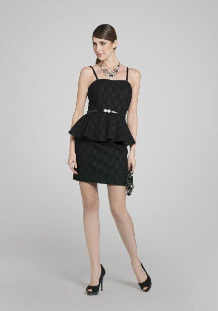 Petite robe noire à basque recouverte de dentelle, 149 $ chez Jacob | 5 décembre 2012