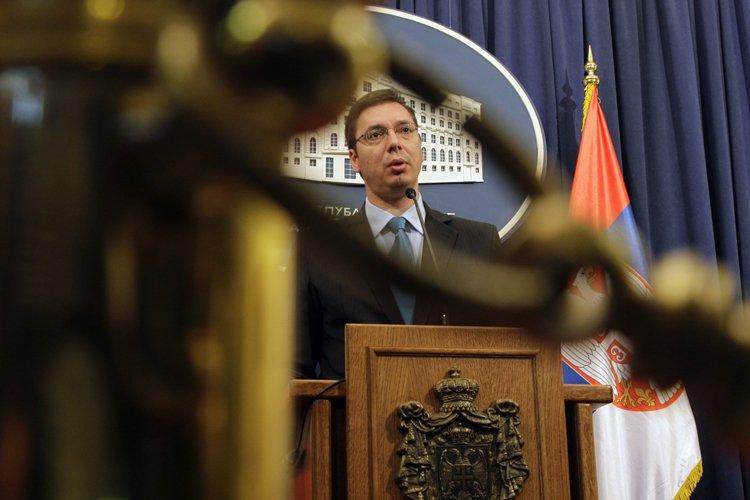 Le vice-Premier ministre serbe Aleksandar Vucic s'est borné... (Photo: AP)