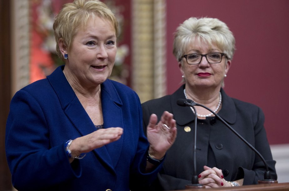 Pauline Marois et Diane De Courcy.... (Photo La Presse Canadienne)