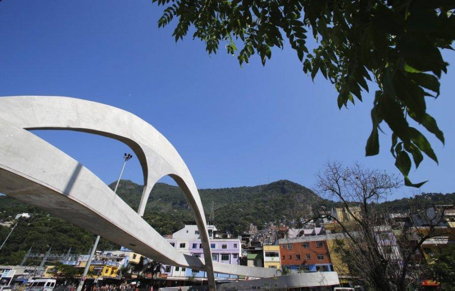 La passerelle piétonne de Rocinha à Rio de Janeiro, dessinée par Oscar Niemeyer. | 6 décembre 2012