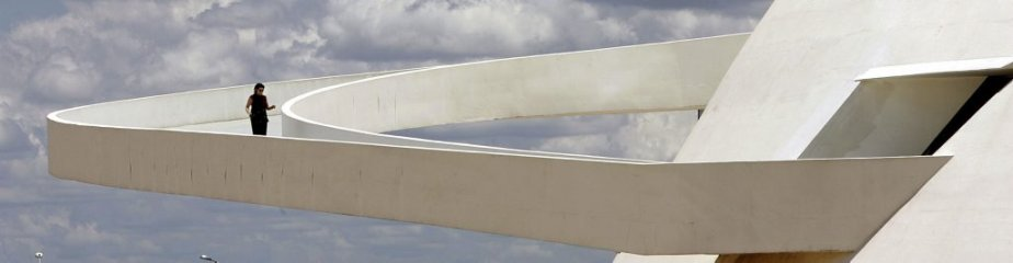 Le Musée National de Brasilia, inauguré en 2007.  Oscar Niemeyer a été un pionnier dans l'utilisation du béton pour créer des formes courbes. | 6 décembre 2012