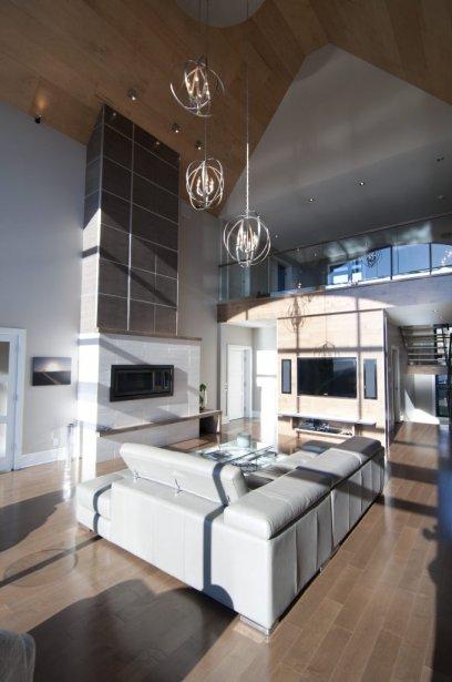 Le séjour et la mezzanine sont exposés plein sud. De plus les planchers sont radiants. | 7 décembre 2012