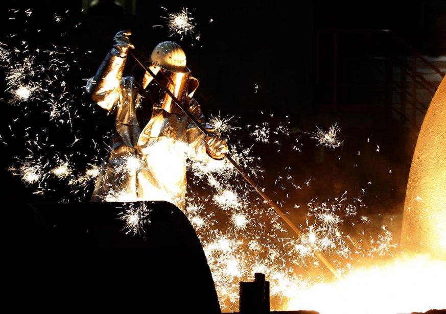 Un travailleur de l'acier à l'oeuvre à Duisberg en Allemagne | 7 décembre 2012