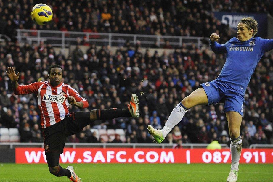 Fernando Torres (en bleu) a inscrit un doublé... (PHOTO NIGEL RODDIS, REUTERS)