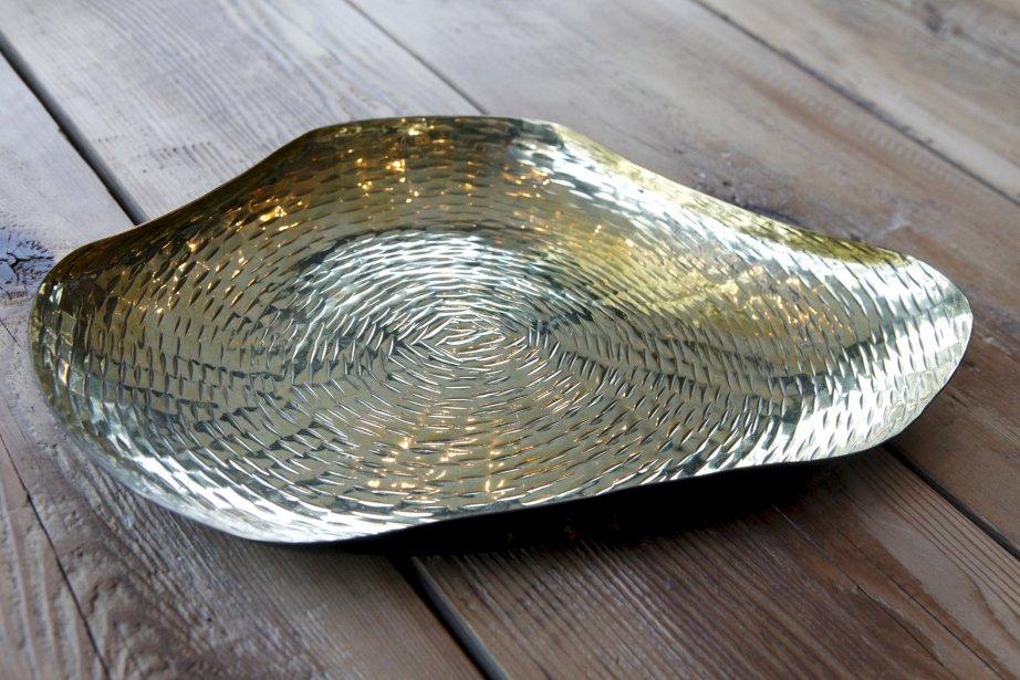 Plateau noir et or, 62 $ chez Balivernes, 1595, boul. Hamel, Québec, 418 527-1515 | 9 décembre 2012