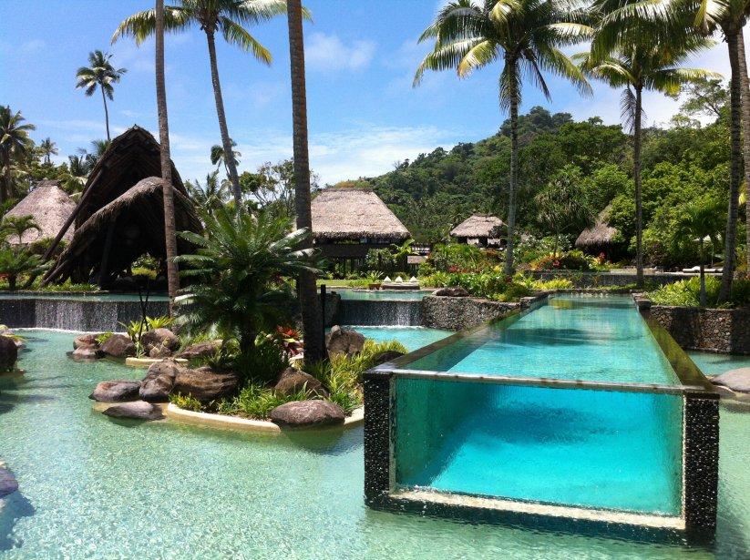 À Laucala Island, deux restaurants sont situés autour de la grande piscine qui fait face à la mer: le Beach Bar et le Pool Bar. | 10 décembre 2012