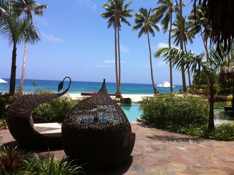 La villa «Hilltop Residence» coûte 38 500$ US la nuit. Il s'agit d'une des chambres d'hôtel les plus chères du monde. De la piscine, les vacanciers peuvent admirer l'eau turquoise du Pacifique, mais aussi les montagnes de Laucala. | 10 décembre 2012