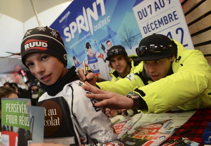 Les amateurs ont pu avoir l'autographe de certains athlètes, dont Alex Harvey (à droite). | 10 décembre 2012