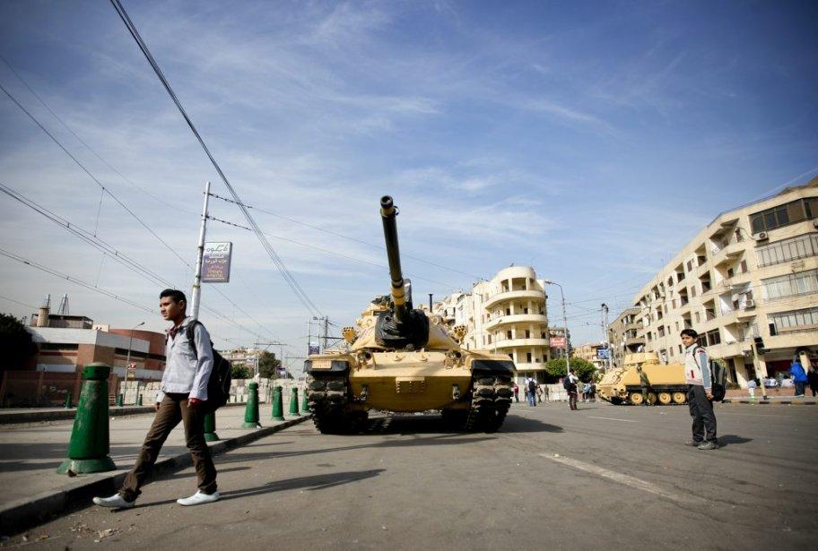 Les chars d'assaut se multiplient dans les rues de la capitale égyptienne. | 10 décembre 2012