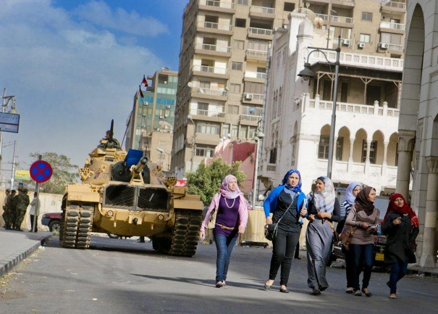L'armée égyptienne patrouille à Héliopolis. | 10 décembre 2012
